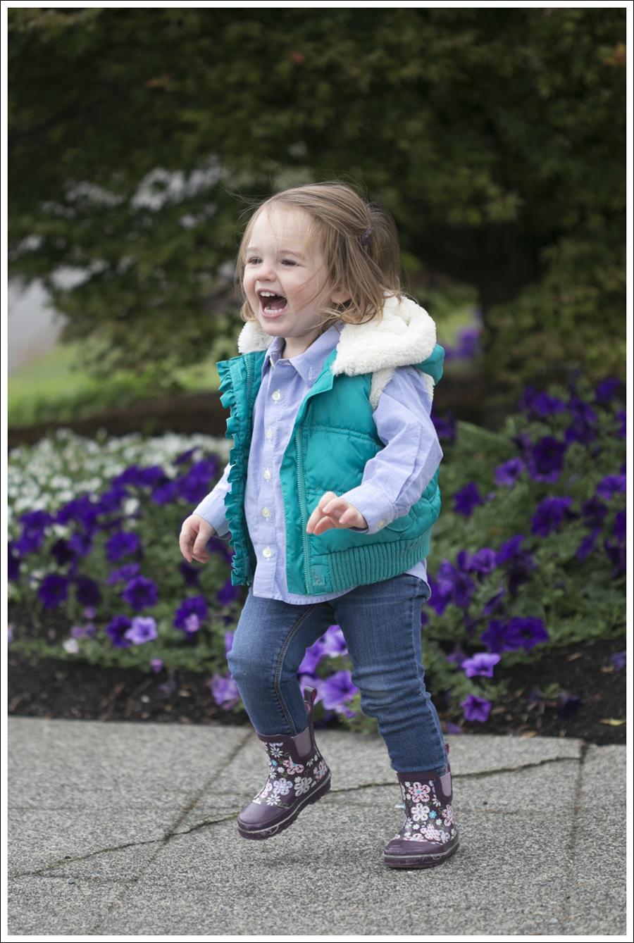 1Maya 103 weeks rain boots vest-1