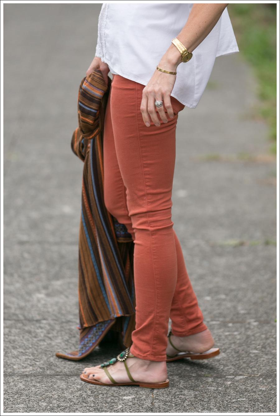 blogOrange Black Orchid Jeans White Top Pattern Swing Sweater-3