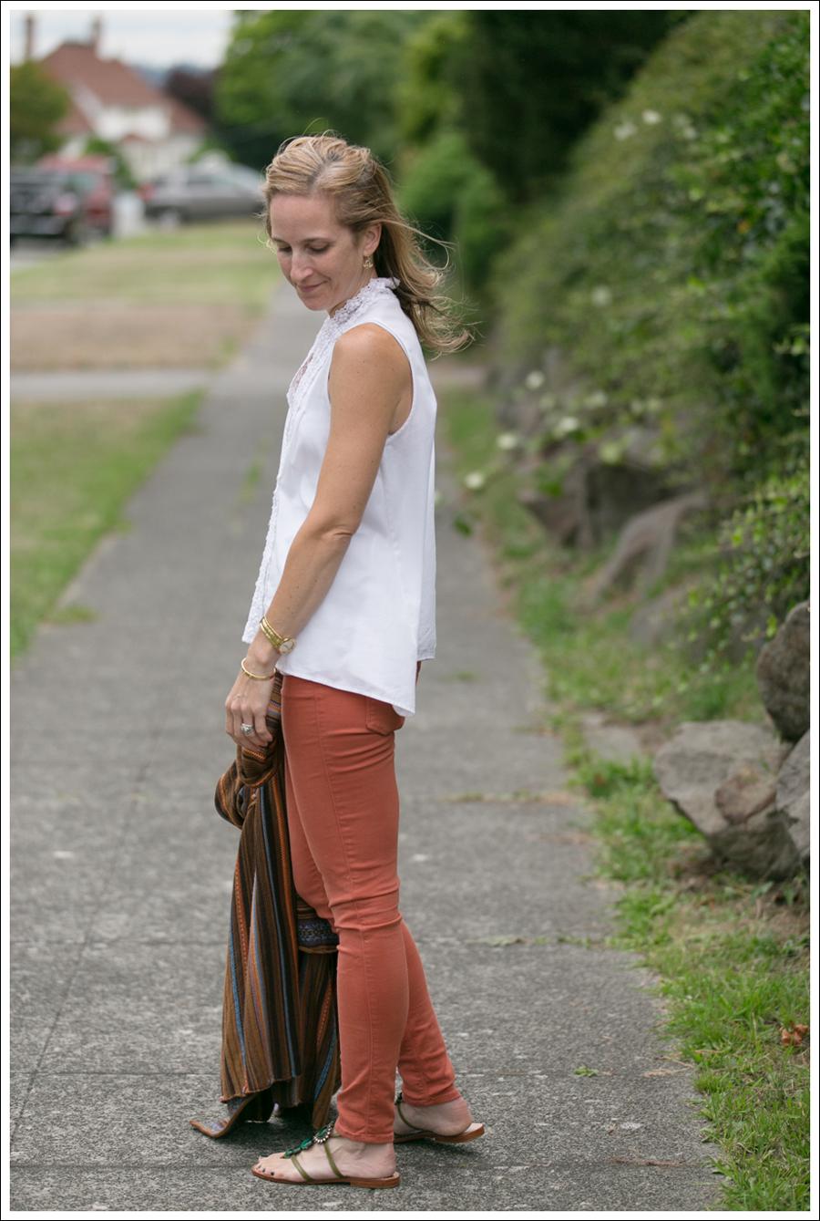 blogOrange Black Orchid Jeans White Top Pattern Swing Sweater-4