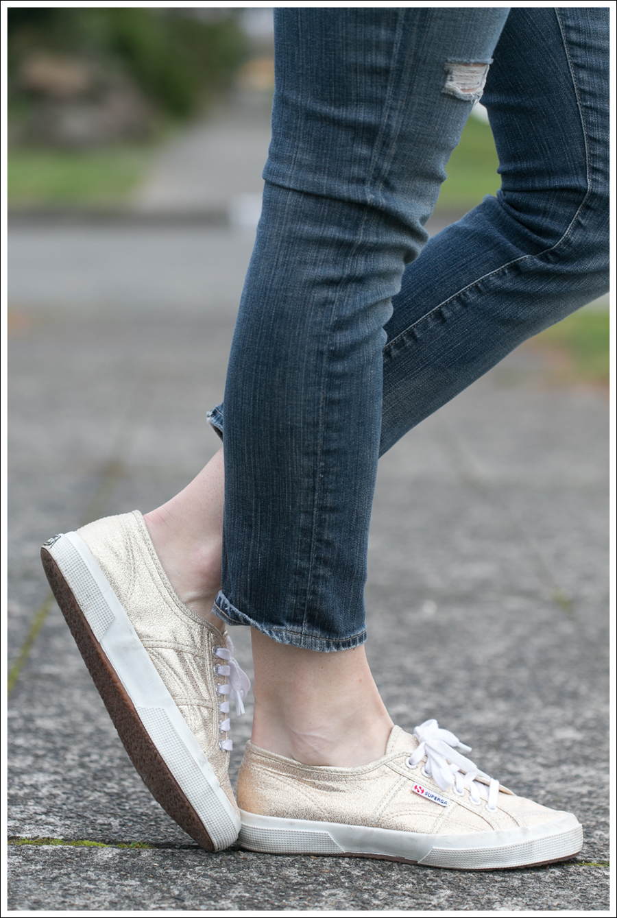 Blog Splendid Sweater DIY Destroyed Goldsign Superga-4