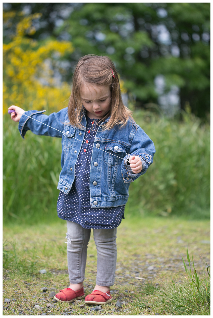 Blog Maya 135 weeks Levis Jacket Gray destroyed Gap Toms-1