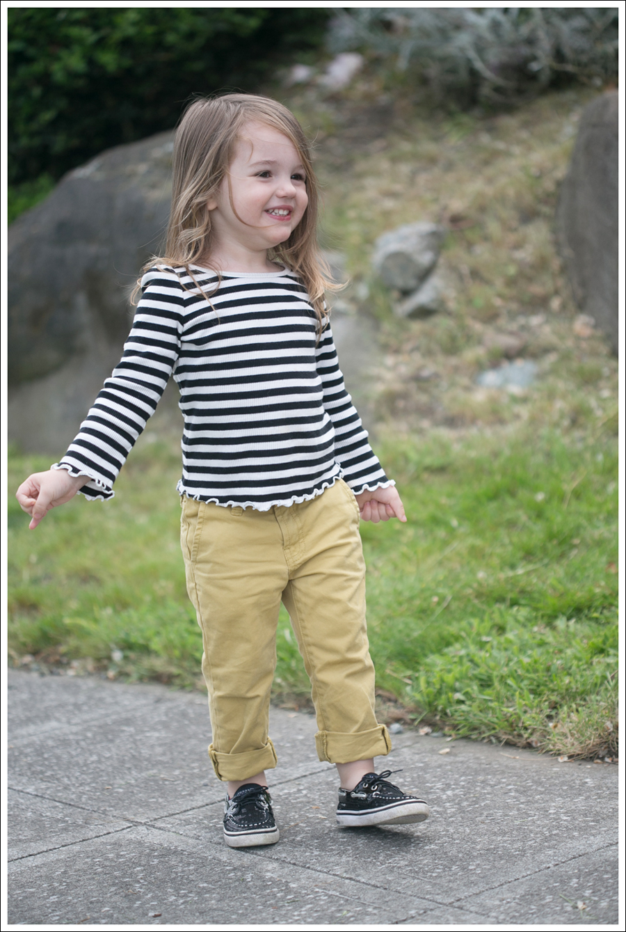 Blog Maya 137 Weeks BW Gap Yellow Sevens Sperry-5
