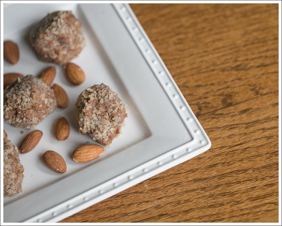 Blog No Bake Gluten Free Almond Quinoa Balls-1