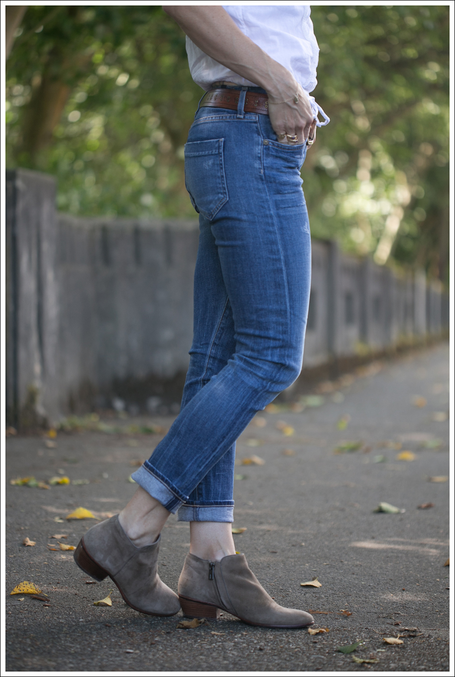 Blog Abercrombie and Fitch Boho Top Citizens Of Humanity Carlton Retro High Rise Jeans Sam Edelman Petty Suede Booties-3
