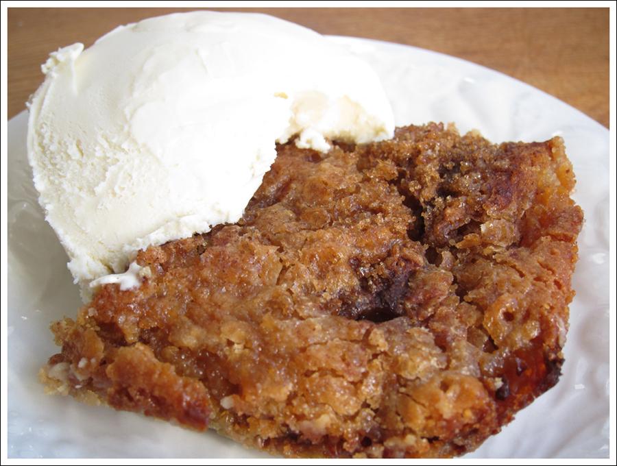 Blog rhubarb crisp cake