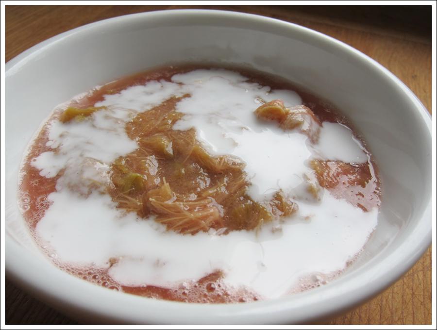Blog rhubarb sauce (1)