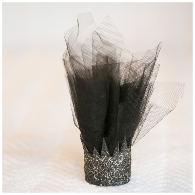 Blog DIY Toilet Paper Glitter Crown with Tulle-10