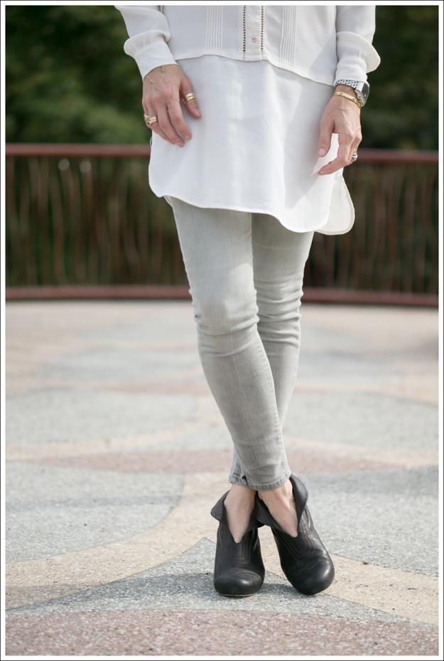Blog HM Cream Tunic Goldsign Gray Mayhem Skinny Jeans Frye Lisa Short Stitch Booties-2