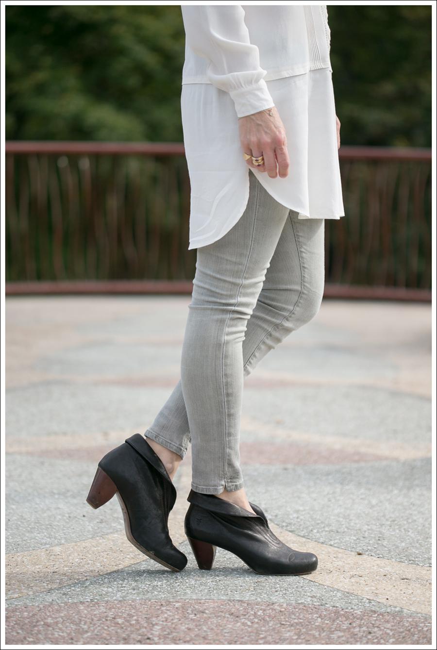Blog HM Cream Tunic Goldsign Gray Mayhem Skinny Jeans Frye Lisa Short Stitch Booties-3