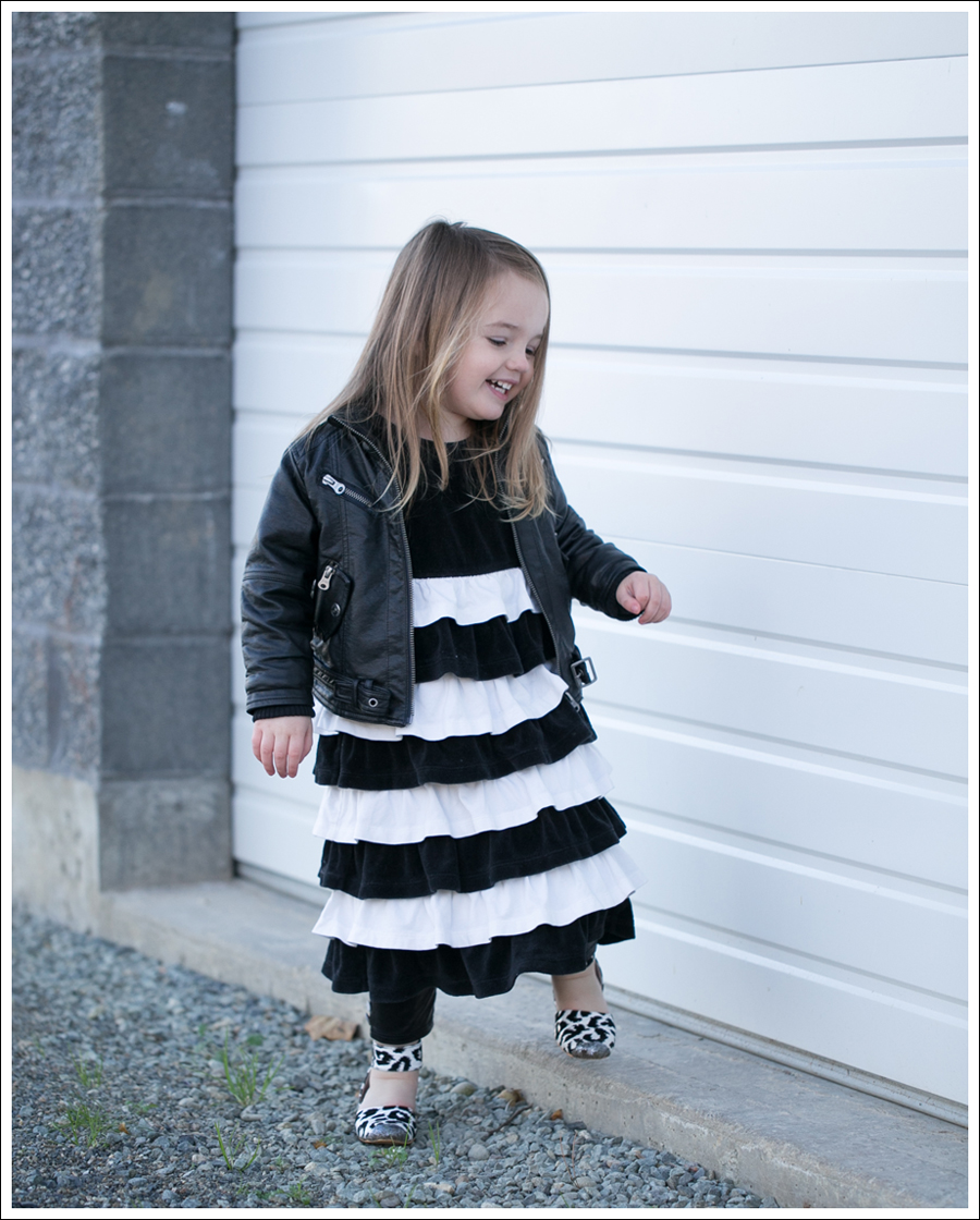 Blog Amy Coe Hanna Andersson BW Tiered Dress Zulily Faux Leather Leggings DIY Glitter Shoes-5