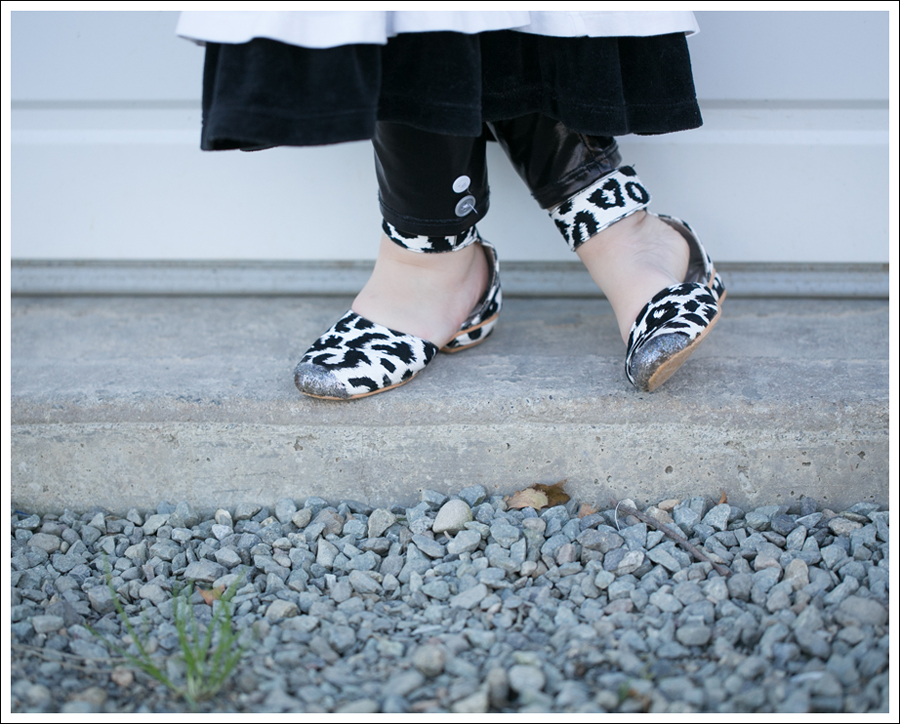 Blog Amy Coe Hanna Andersson BW Tiered Dress Zulily Faux Leather Leggings DIY Glitter Shoes-6