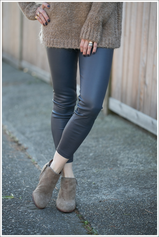 Blog Zara Chuncky Tie Back Sweater Vince Skinny Crop Leather leggings Coastal Sam Edelman Petty Booties-2