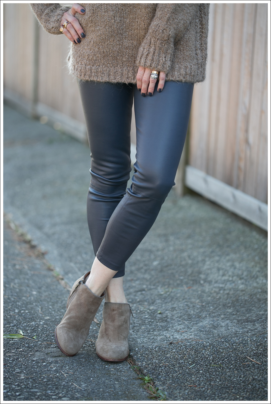 Blog Zara Chuncky Tie Back Sweater Vince Skinny Crop Leather leggings Coastal Sam Edelman Petty Booties-2