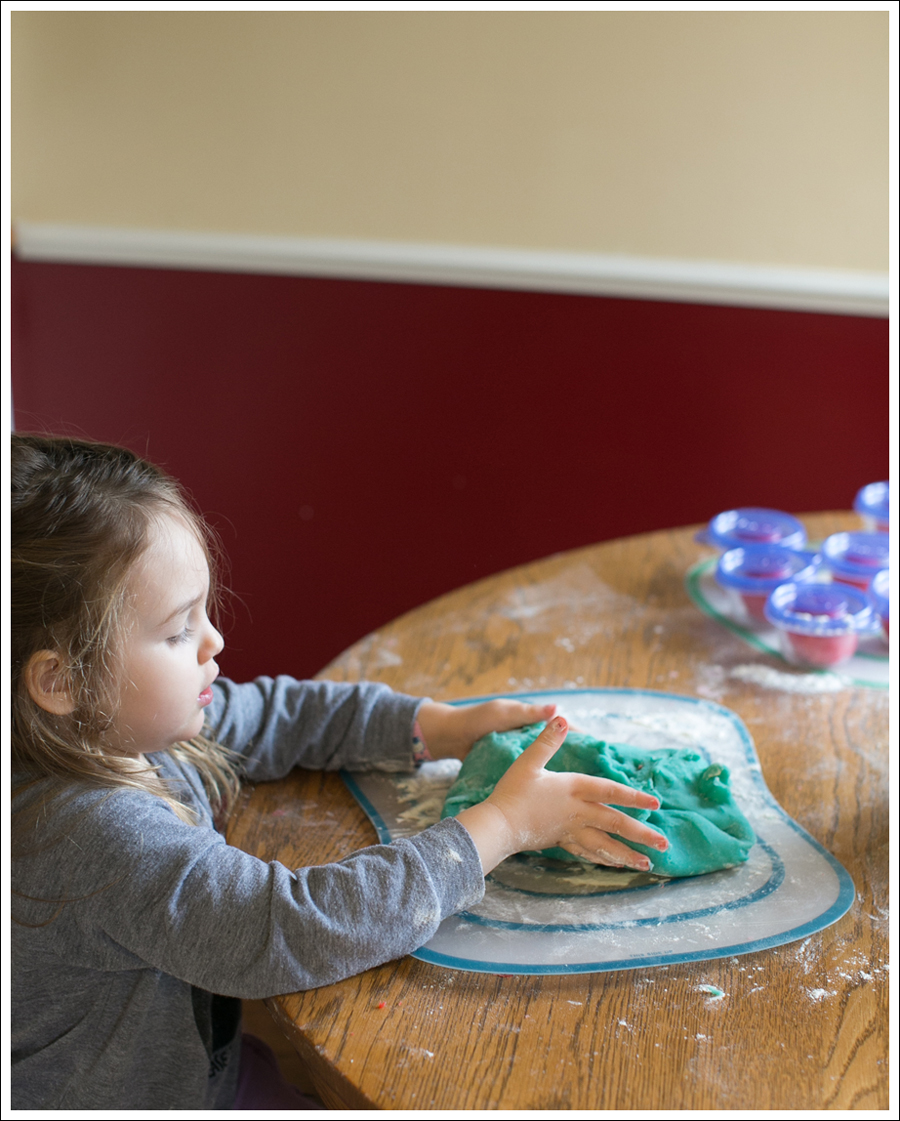 Blog DIY Jell-O Play-Doh Non Candy Valentine Toddler Craft-12
