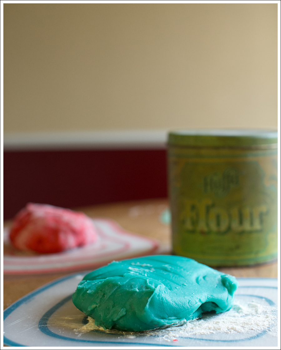 Blog DIY Jell-O Play-Doh Non Candy Valentine Toddler Craft-9