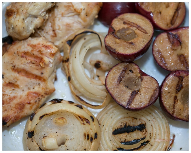 blog Grilled Chicken Onions and Plum Salad with Goat Cheese Salad-2