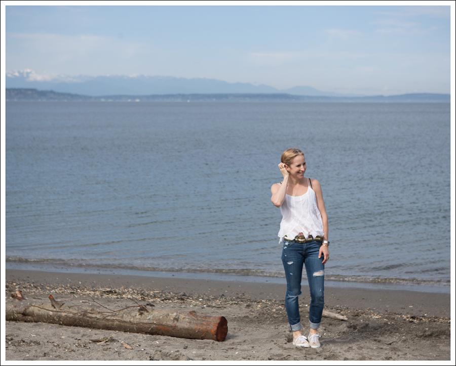 Blog Ana Nonza Top Linnea Pella Studded Belt Joes Jeans Destroyed Skinny Gold Superga-1