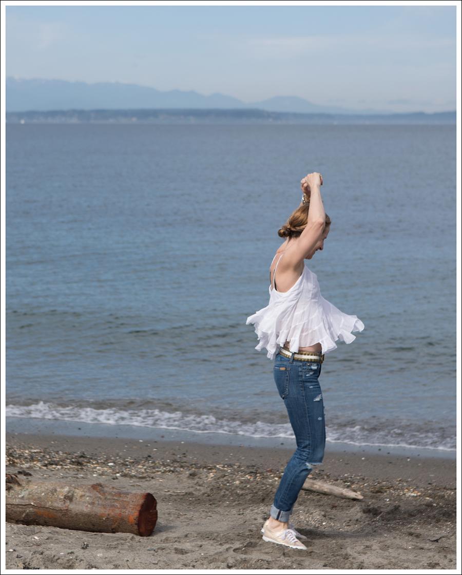 Blog Ana Nonza Top Linnea Pella Studded Belt Joes Jeans Destroyed Skinny Gold Superga-2