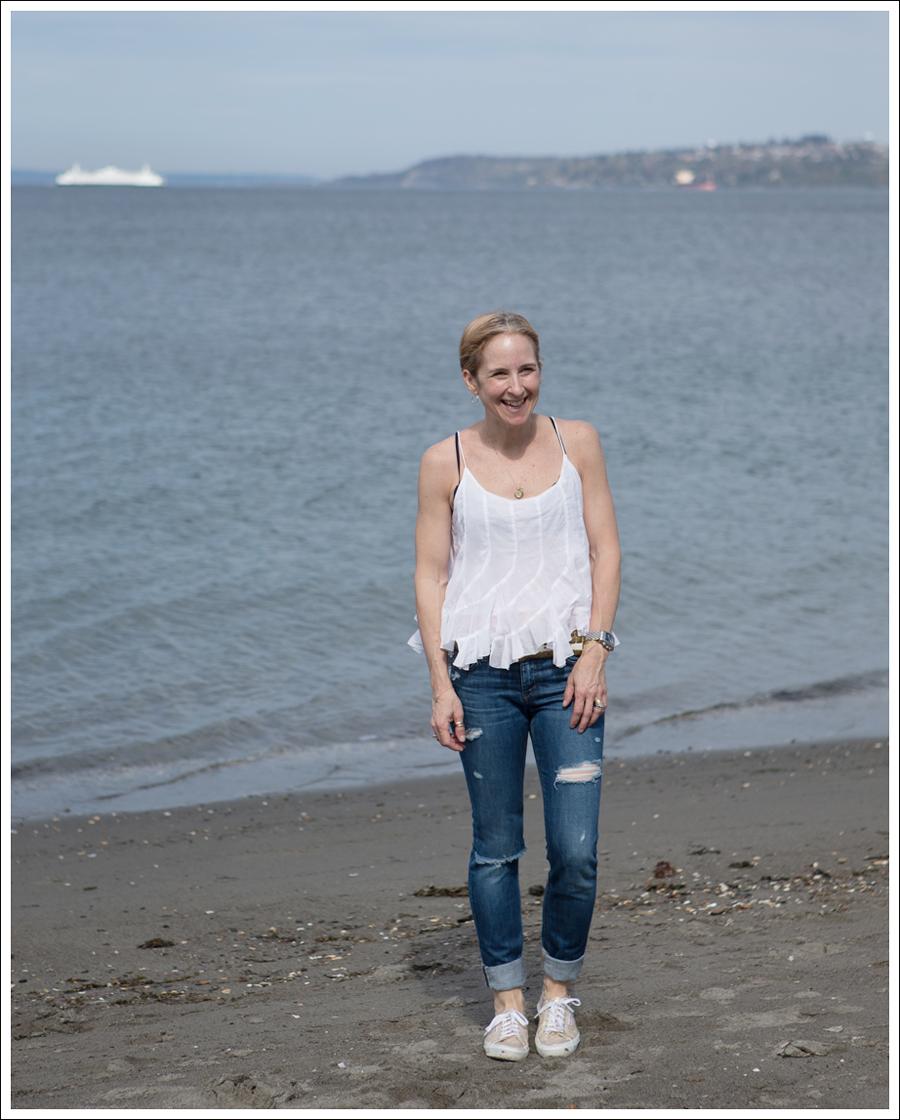Blog Ana Nonza Top Linnea Pella Studded Belt Joes Jeans Destroyed Skinny Gold Superga-3
