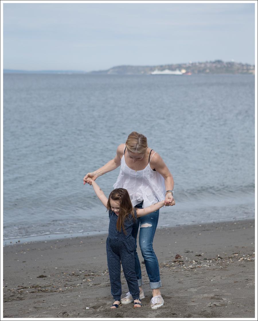 Blog Ana Nonza Top Linnea Pella Studded Belt Joes Jeans Destroyed Skinny Gold Superga-5