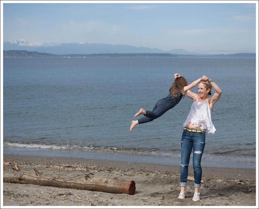 Blog Ana Nonza Top Linnea Pella Studded Belt Joes Jeans Destroyed Skinny Gold Superga-7
