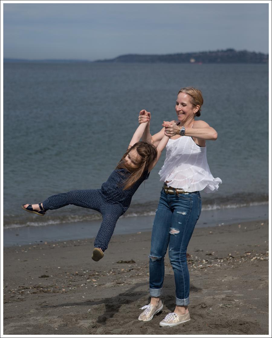 Blog Ana Nonza Top Linnea Pella Studded Belt Joes Jeans Destroyed Skinny Gold Superga-9