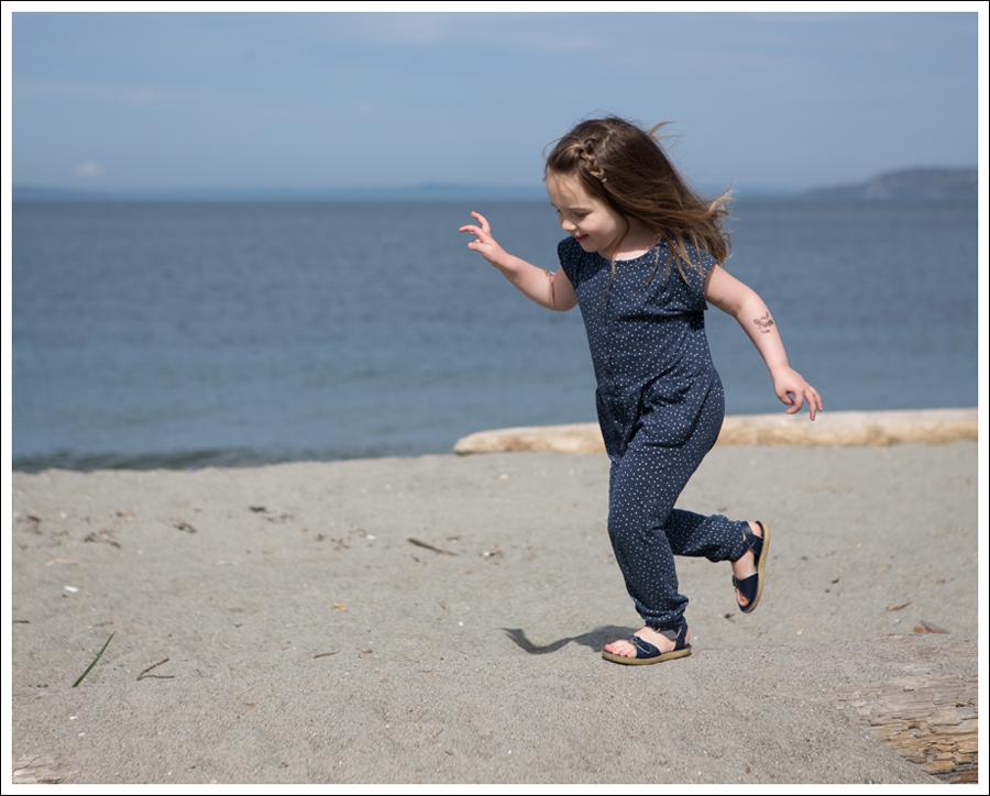 Blog GapKids Starry Romper Salt Water Surfer Sandal-5