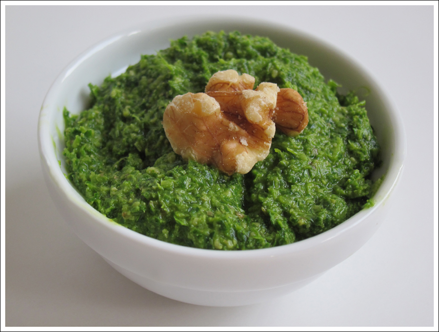 Blog parsley walnut pesto