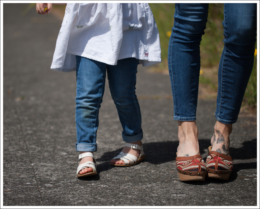 Blog Theory White Button Down AG Cropped Skinny Jeans Carlos Santana Tribe Clogs-4