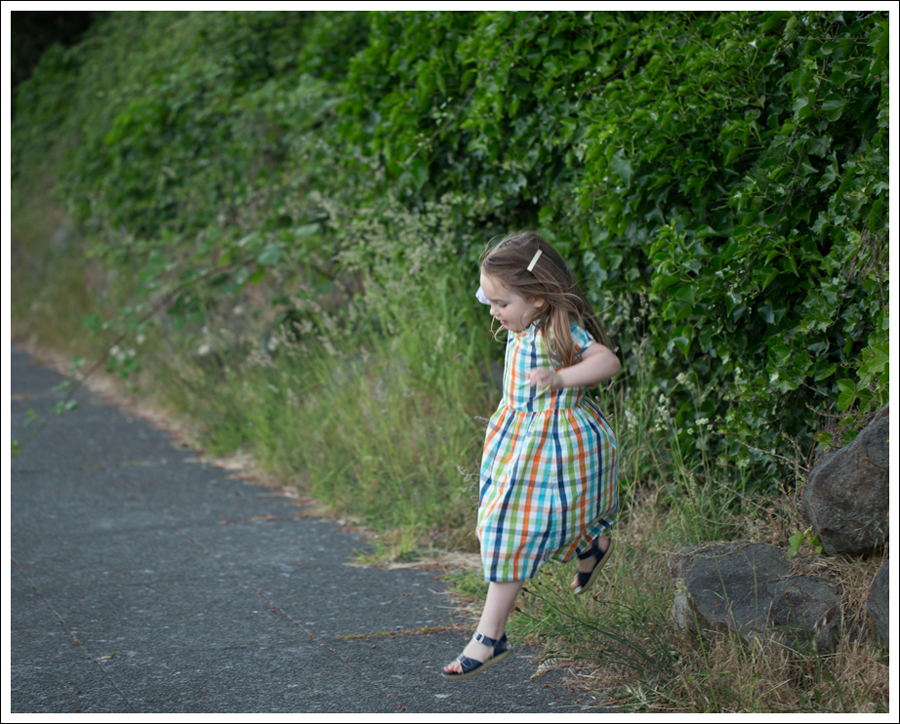 Blog polarn o pyret Plaid Dress Navy Saltwater Sun San Sandals-2