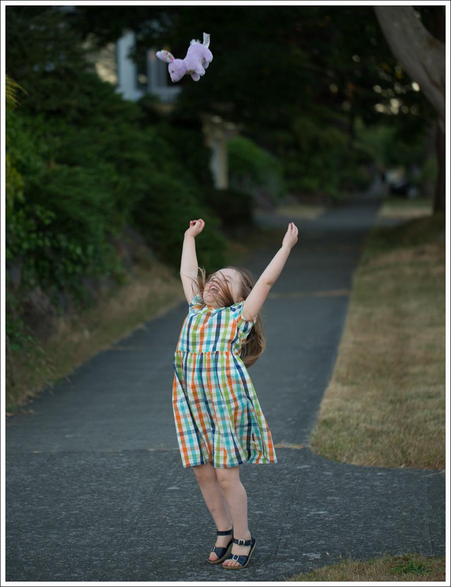 Blog polarn o pyret Plaid Dress Navy Saltwater Sun San Sandals-3