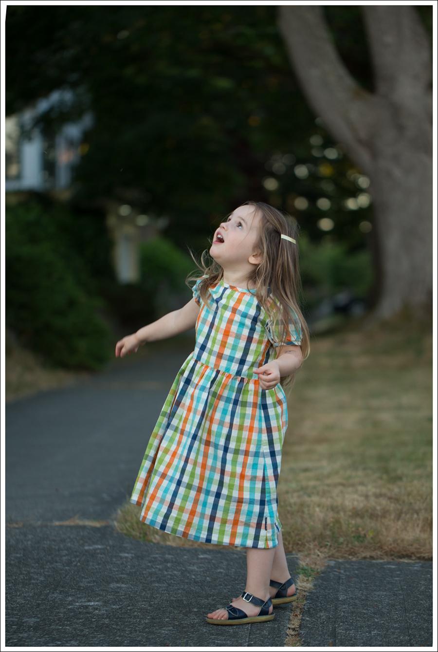 Blog polarn o pyret Plaid Dress Navy Saltwater Sun San Sandals-6