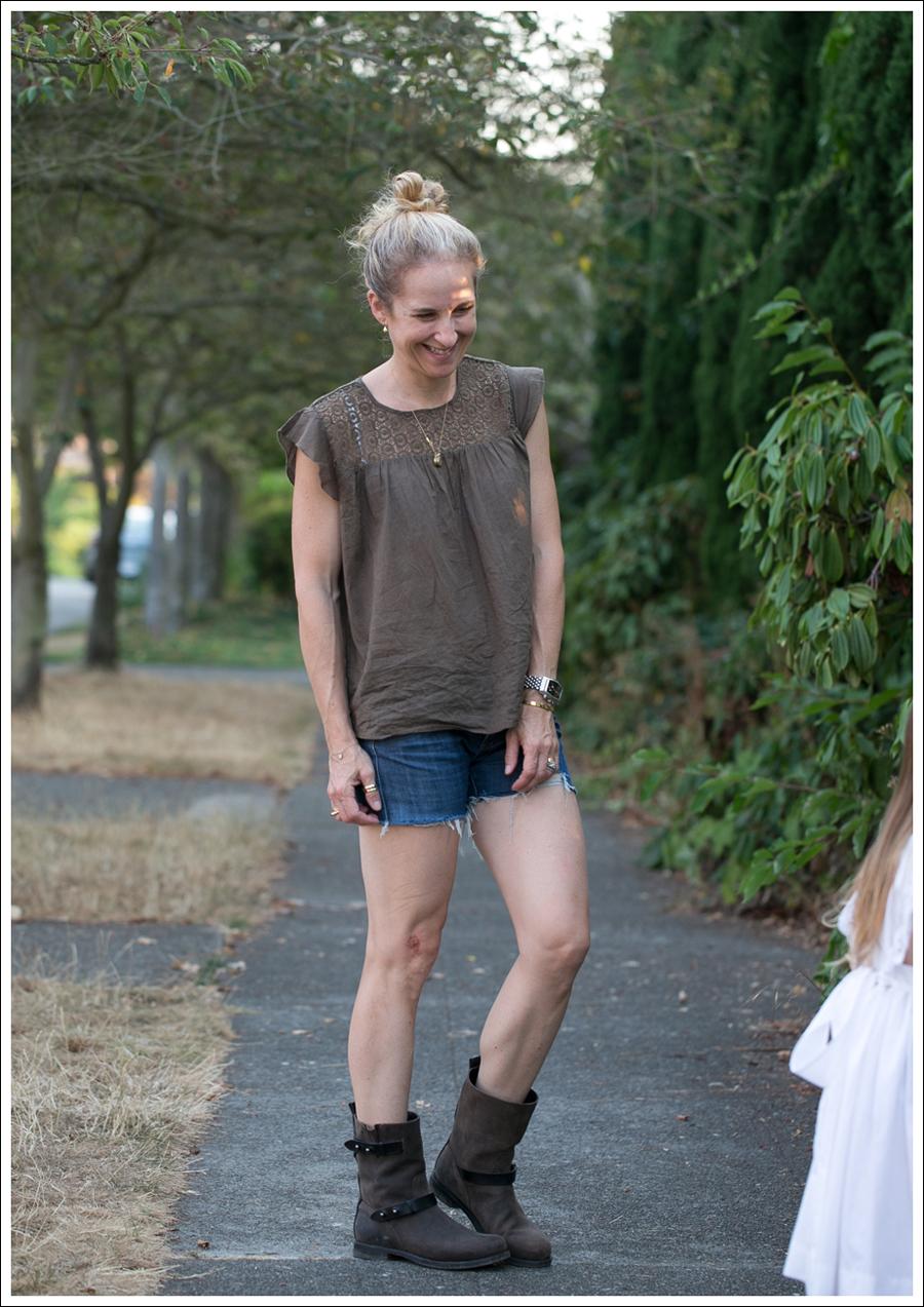 Blog Zara Brown Crochet Top Blouse Wrangler DIY Cut offs Rag and Bone Moto Boots-2