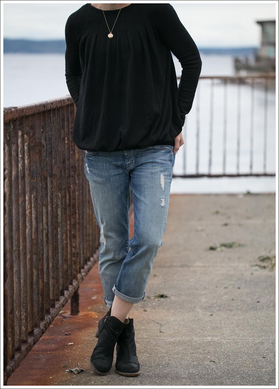 Blog Theory Black Pleated Sweater 7FAM Destroyed Crop Straight Leg El Naturalista Duna N528-2