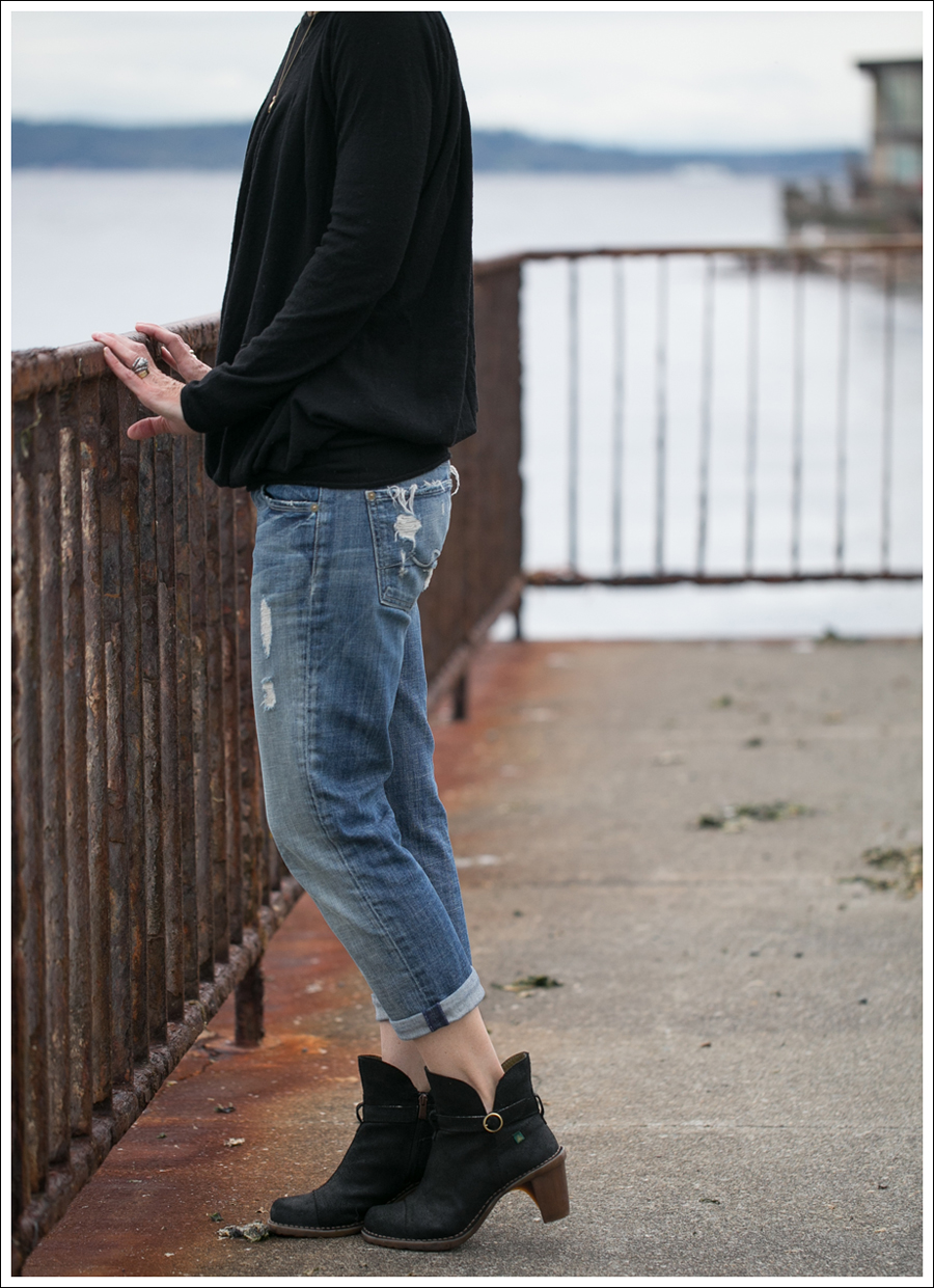 Blog Theory Black Pleated Sweater 7FAM Destroyed Crop Straight Leg El Naturalista Duna N528-3