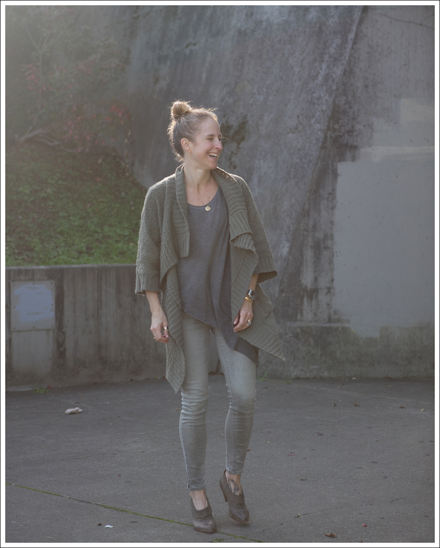 Blog Design History Cardigan Helmut Lang Asymetrical Tee Goldsign Mayhem Tracy Reese Gina Booties-1