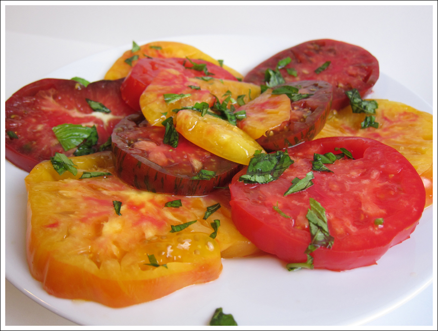 heirloom tomatoes basil blog (1)