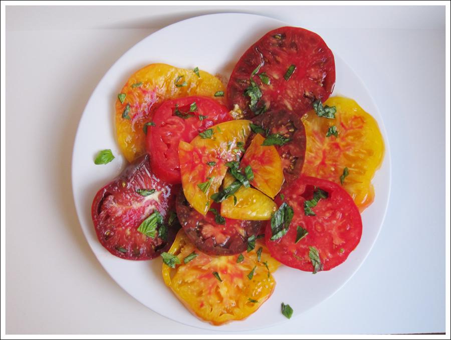 heirloom tomatoes basil blog (2)