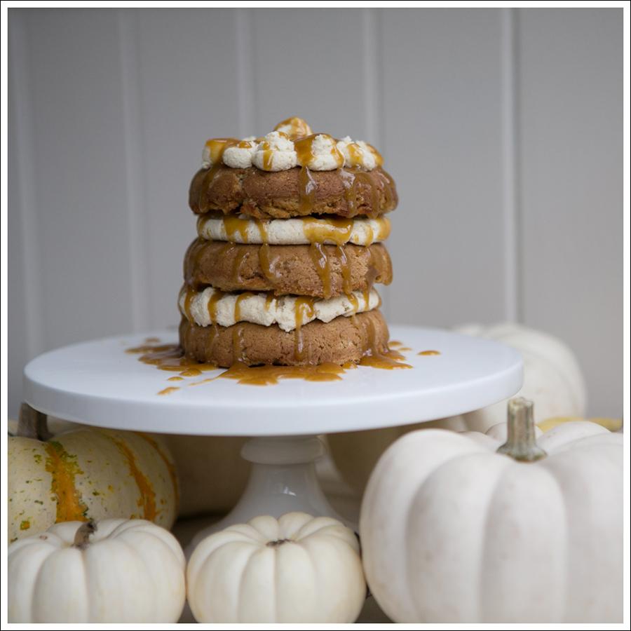 Blog Paleo Pumpkin Cake with Maple Pumpkin Frosting and Caramel Glaze-4