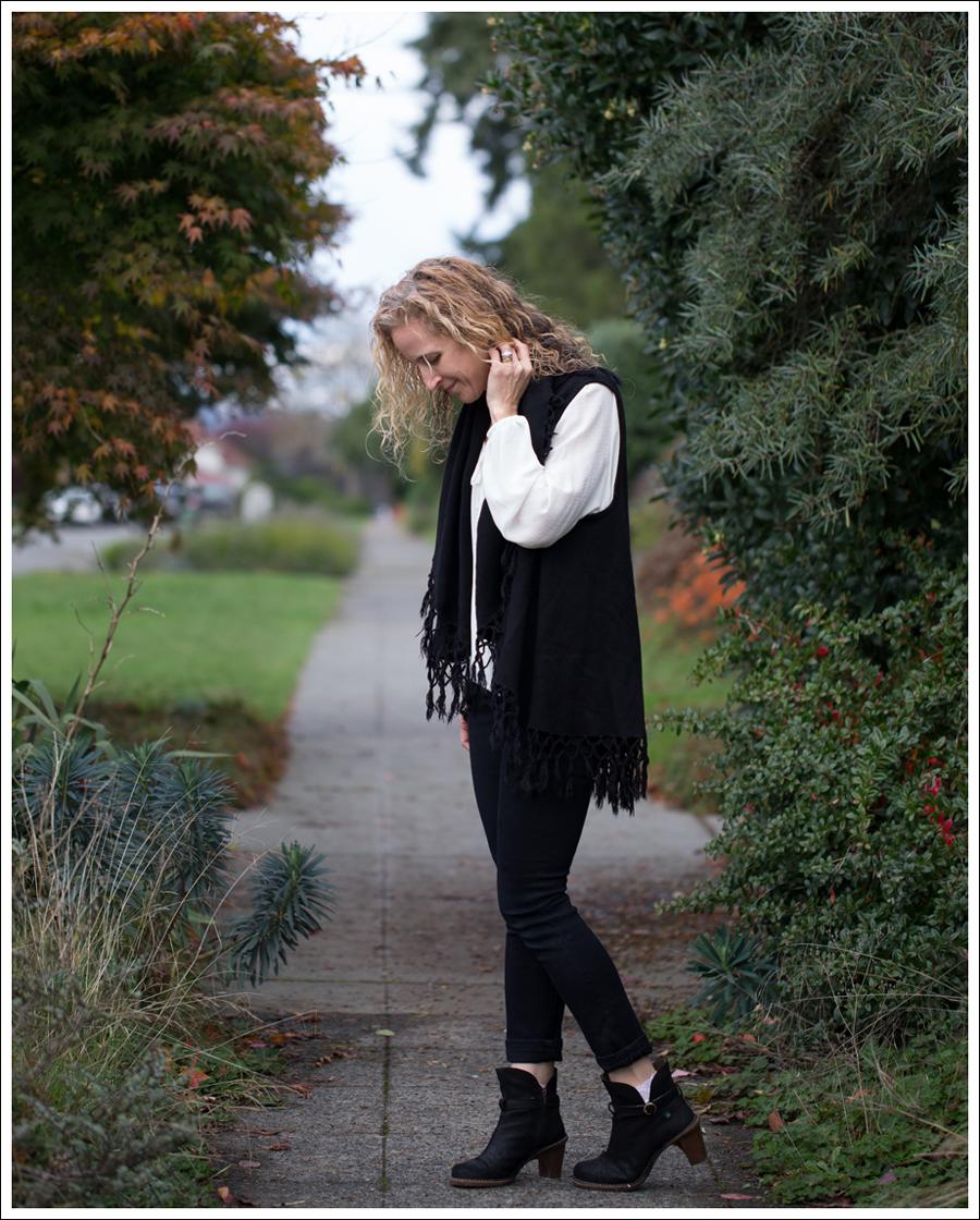 Blog StyleMint Fringe Vest HM Boho Top J Brand Stockholm Noir El Naturalista Duna N528-4