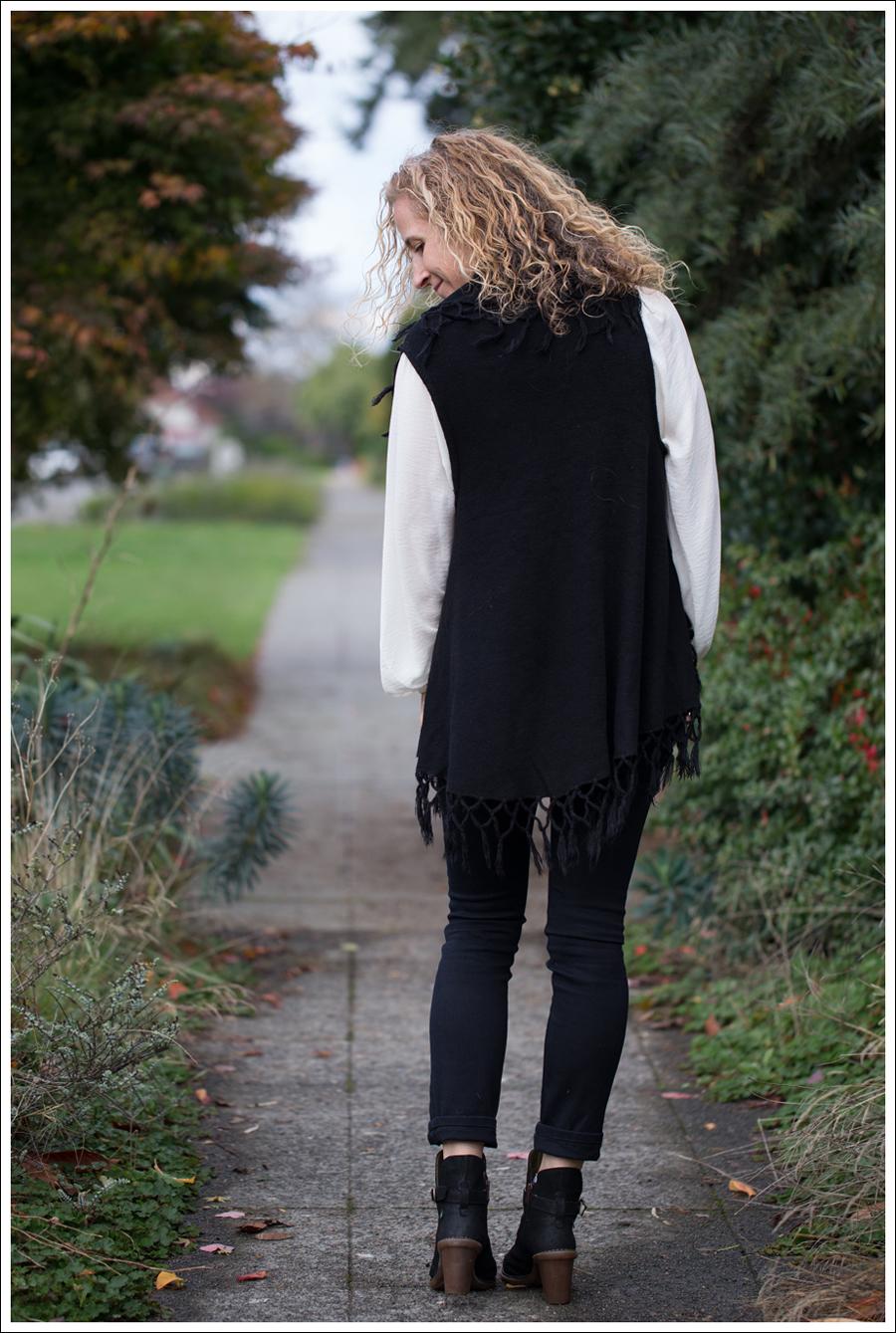 Blog StyleMint Fringe Vest HM Boho Top J Brand Stockholm Noir El Naturalista Duna N528-5