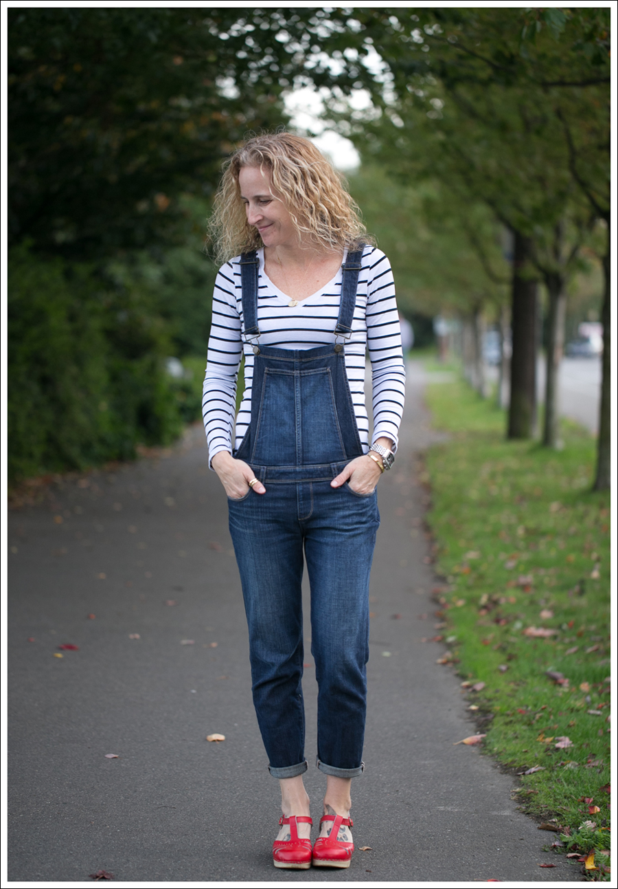 Blog StyleMint Striped Tee Paige Sierra Overalls Sven Lacy Red Clogs-1