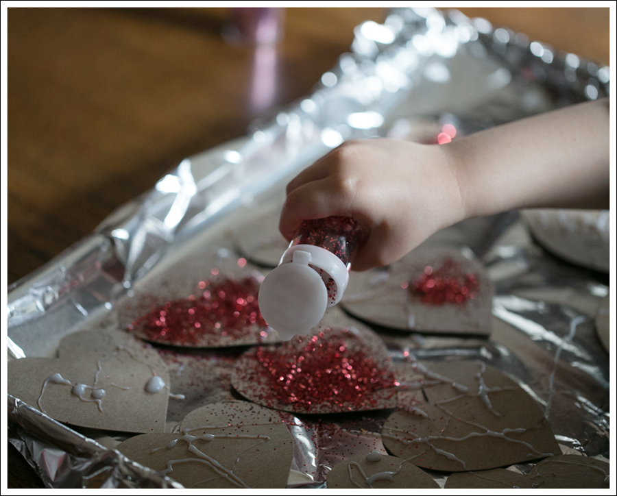 Blog Non Candy Preschool Valentine Bags DIY Glitter Heart Card-8