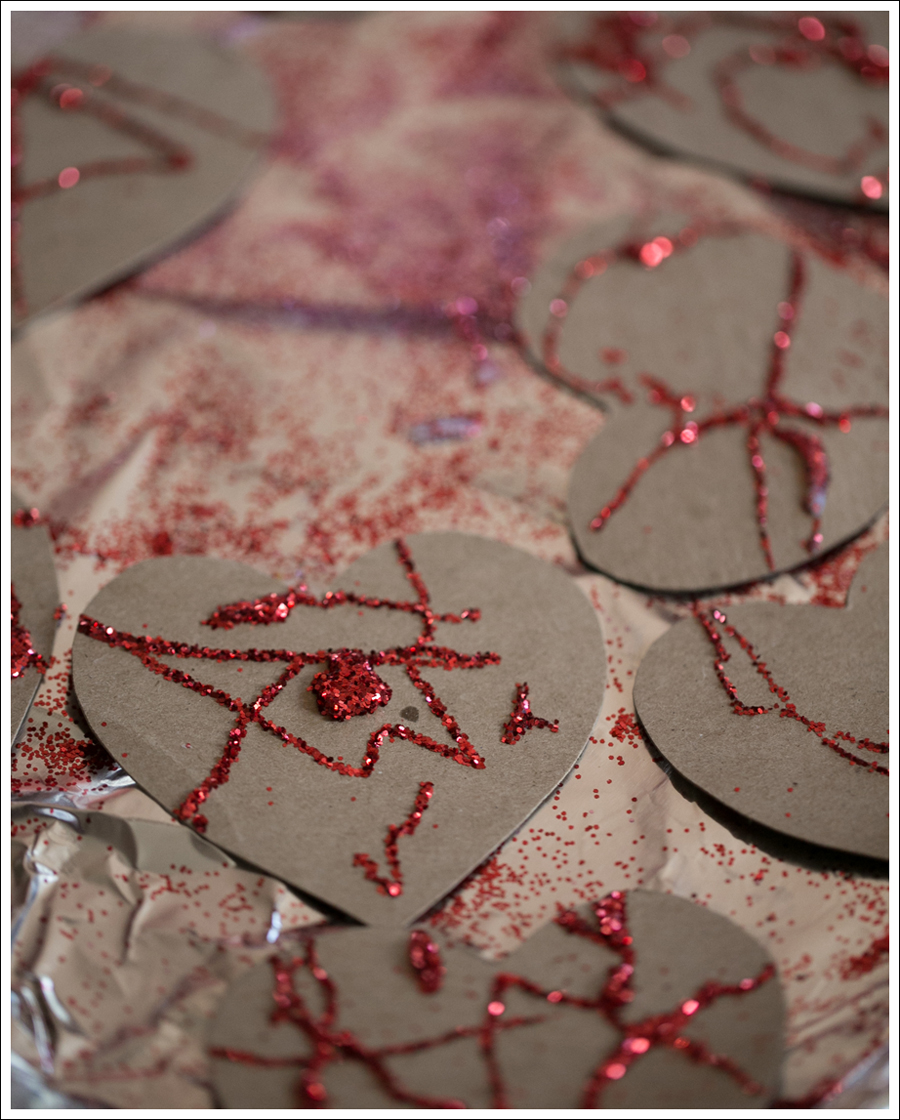 Blog Non Candy Preschool Valentine Bags DIY Glitter Heart Card-9