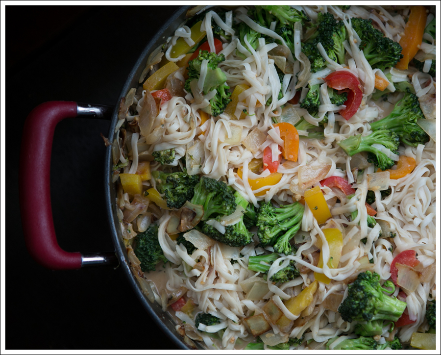 Blog Healthy Thai Broccoli Pepper Chicken with Noodles-6