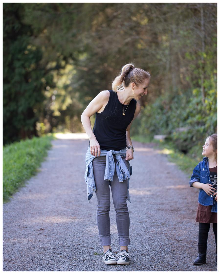 Blog LBBrand PLM Black Levis Jeans Shirt Hudson Gray Collin Skinny Jeans Black Converse-6