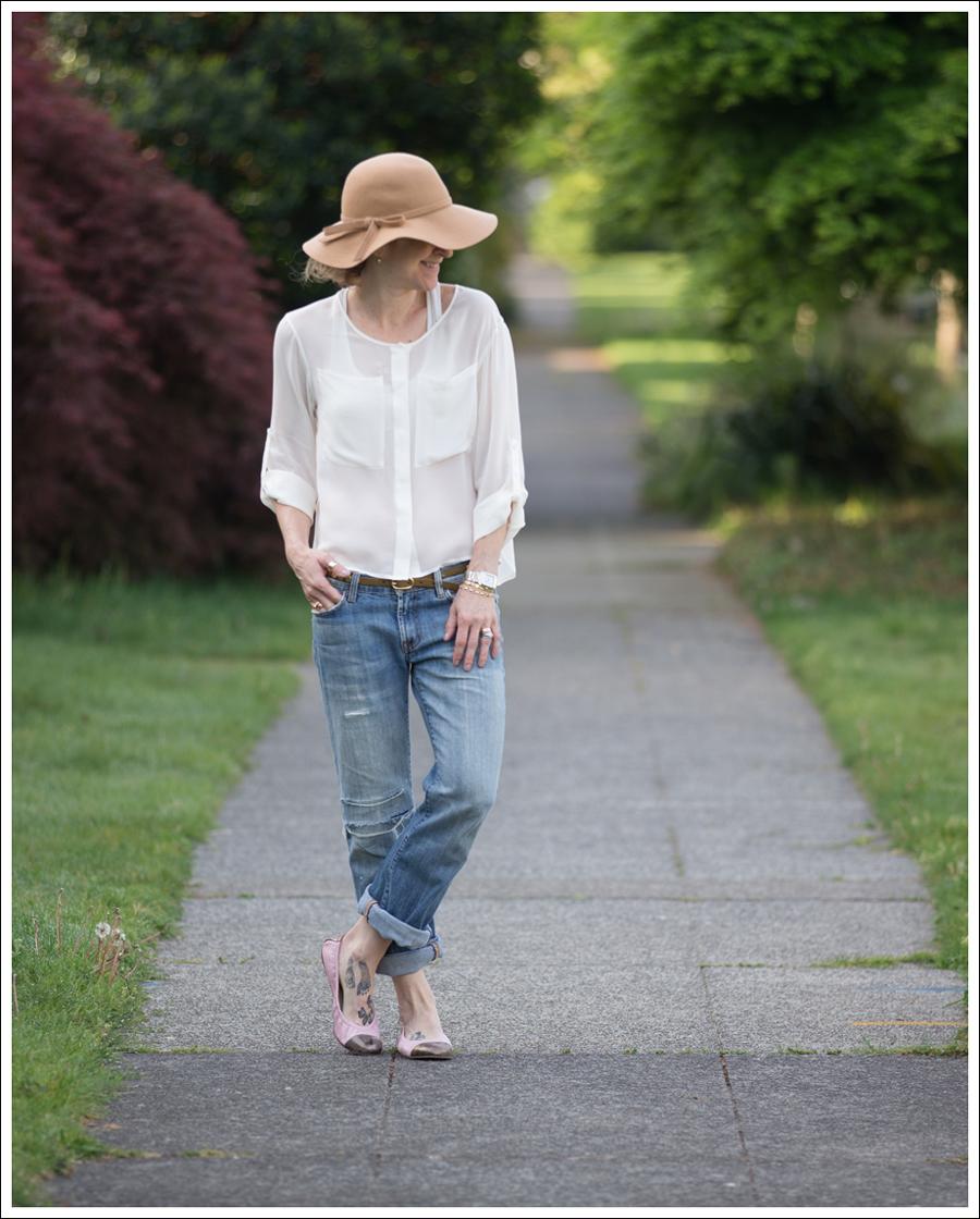 Blog Vintage Felt Hat Chelsea Flower Silk Top 7FAM Destroyed Jeans Pink Nene Emma Flats-1