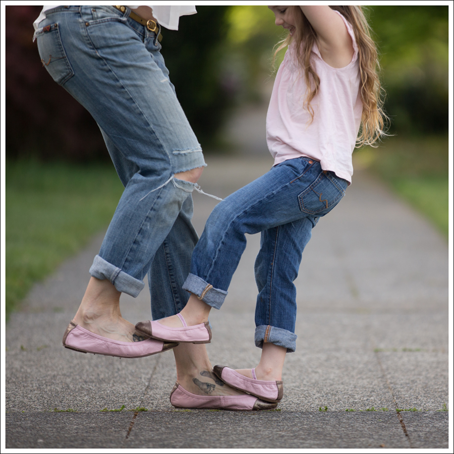 Blog Vintage Felt Hat Chelsea Flower Silk Top 7FAM Destroyed Jeans Pink Nene Emma Flats-10
