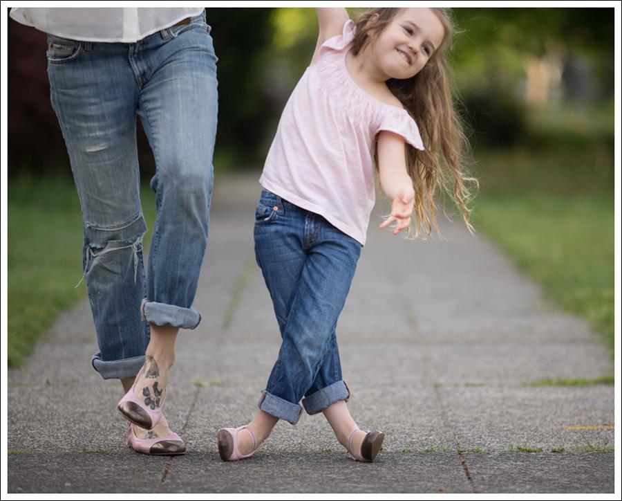 Blog Vintage Felt Hat Chelsea Flower Silk Top 7FAM Destroyed Jeans Pink Nene Emma Flats-11