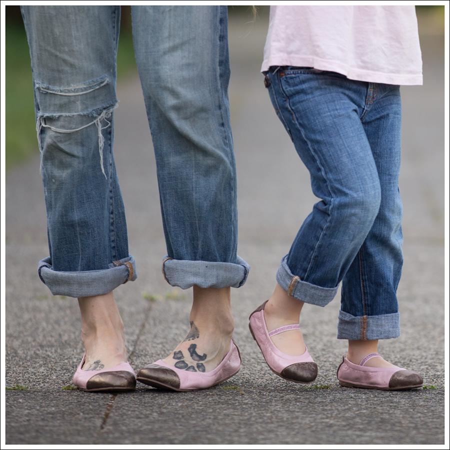 Blog Vintage Felt Hat Chelsea Flower Silk Top 7FAM Destroyed Jeans Pink Nene Emma Flats-12